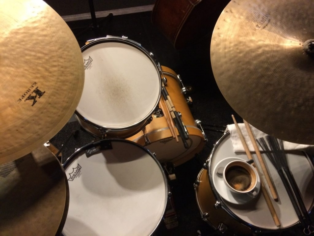 Kaffeepause am Schlagzeug